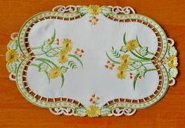 30-45 cm serwetka haftowana ECRU+ŻÓŁTE KWIATY-paczka 6 szt (142027A-4,5)
